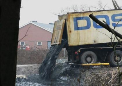 Het storten van vervuilde bagger gaat gewoon door (Foto JGS)