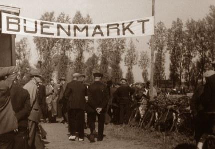 De bijenmarkt in Veenendaal omstreeks 1930 (Foto: Jac. Gazenbeek)