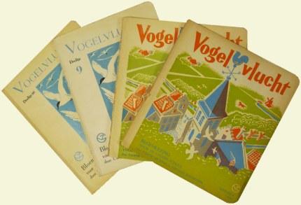 Oude en nieuwe exemplaren van de boekjes Vogelvlucht, Illustraties en omslag van Dick de Wilde - Archief JGS (klik om te vergroten)