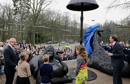 Onthulling door Professor mr. Pieter van Vollenhoven (Foto: Bas Lukkenaar)