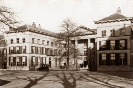 Paleis van Justitie in Arnhem. Hier vonden de zittingen plaats