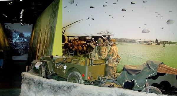 In het Airborne museum, gevestigd in villa 'Hartenstein' in Oosterbeek, komt de 'Slag om Arnhem' tot leven. De unieke 'Airborne Experience' brengt de bezoeker te midden van de veldslag, de landing van de parachutisten in de omgeving van Oosterbeek en de terugtrekking over de Rijn, met beeld en geluid.