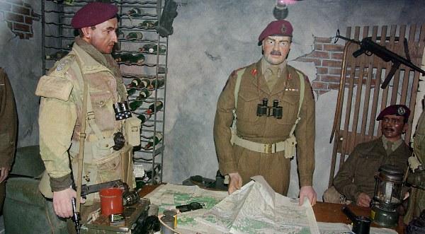 Eén van de vele diorama: de Britse generaal Urquhart in het hoofdkwartier.