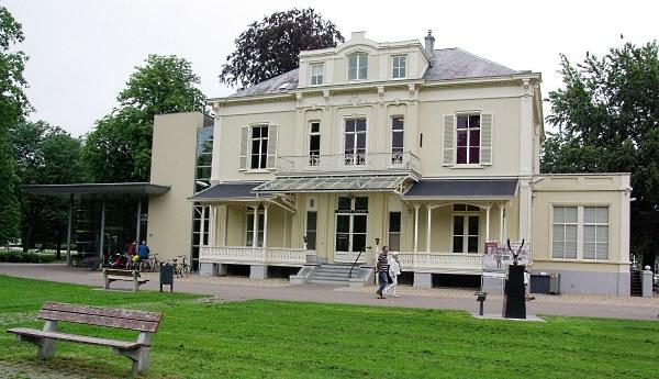 In de villa 'Hartenstein' bij Oosterbeek is het Airborne museum gevestigd.