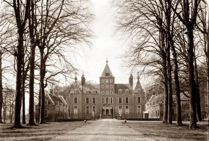 Vlakbij het dorp ligt het kasteel van Renswoude (