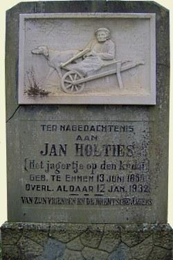 De bijzondere grafsteen met het 'jagertje op de krooi'(krui)  (Foto: JGS)
