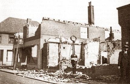 """Door """"eigen vuur"""" vernietigde bakkerij en garage aan het Meuleneind in Voorthuizen"""