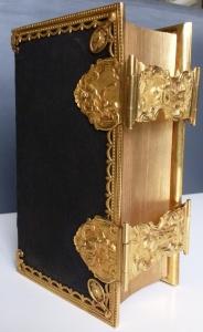 1 - webfoto 1 - Statenbijbel begin 1800, gouden sloten (waarschijnlijk 1782) van de hand van Lucas Oling (1750-1806) uit Leeuwarden - kopie