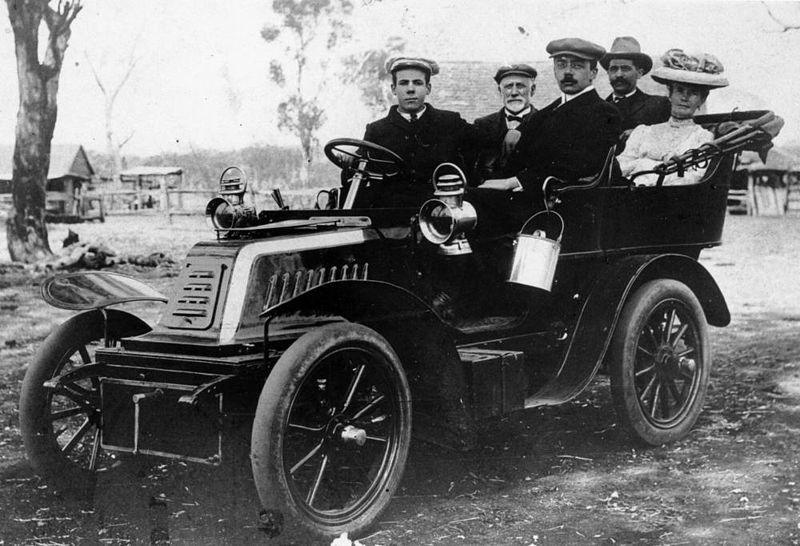 800px-StateLibQld_1_64987_Thomas_Trevethan's_De_Dion-Bouton_car,_ca._1906