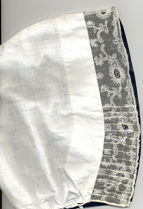 2 - afb.2 trouwhul met zevenrozenkant van geborduurde tule