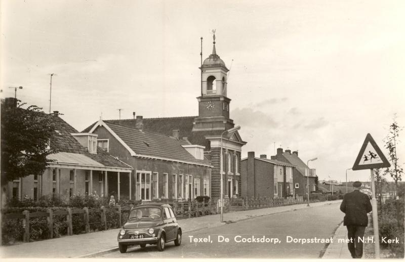 800px-De_Cocksdorp.Dorpssstraat_met_N.H.Kerk