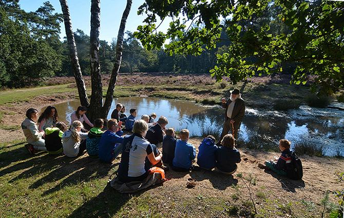 Verhalen vertellen in het bos aan de kinderen - Foto: ©Liseth Elbertsen