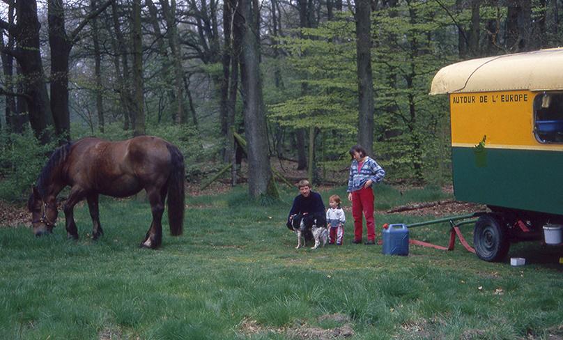 016Het Franse gezinnetje met hun paard en hond – Foto: ©Louis Fraanje