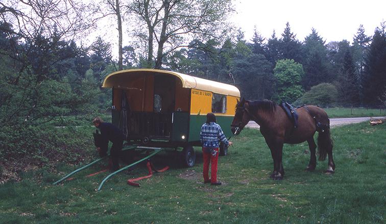 021De woonwagen wordt in gereedheid gebracht – Foto's: ©Louis Fraanje