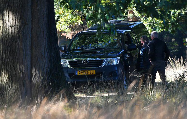 lf_9661mFransien en Florus in gesprek met de boswachter - Foto: ©Louis Fraanje