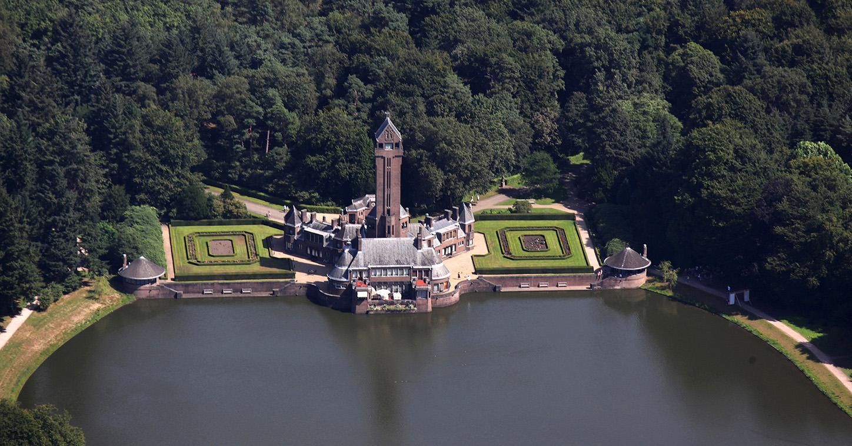 000-a-hubertus-3-kopieklJachthuis Sint Hubertus van boven gezien - Foto: Jan van Uffelen