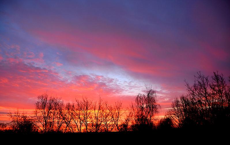 Steeds kleurrijker ontvouwd de hemel zich voor mijn ogen - Foto: ©Louis Fraanje