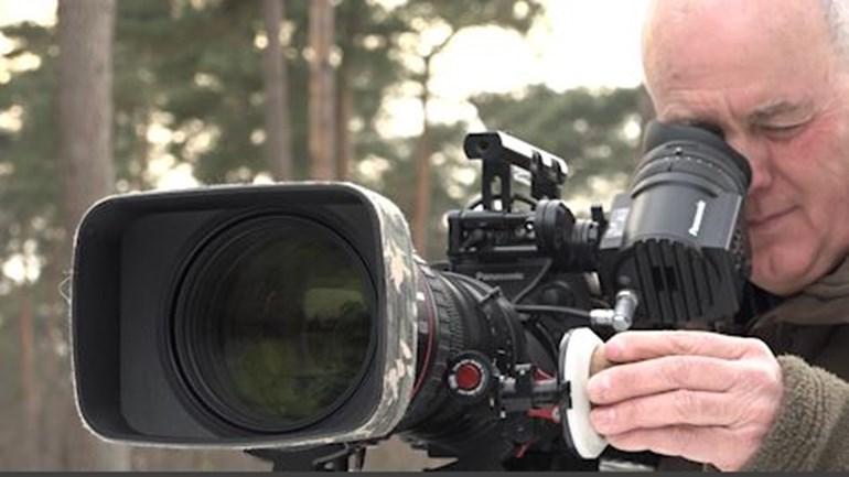 Natuurfilmer Luc Enting bezig met zijn opnamen voor de film - Foto: Omroep Gelderland