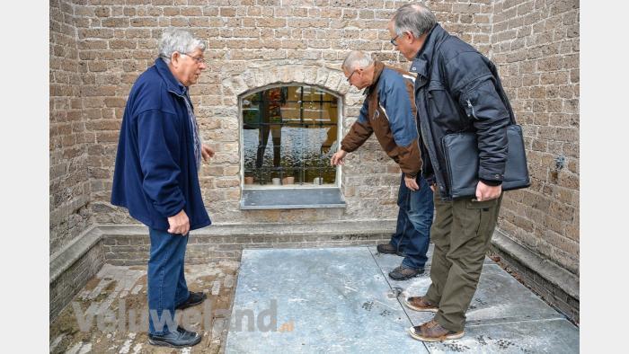Het venster in de Grote kerk dat veel belangstelling trekt van binnen en van buiten de kerkgemeenschap.