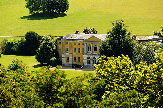 Het oude landhuis van Sir. Francis Dashwood gebouwd omstreeks 1750 in Paladiaanse- en Neo klassieke stijl - Foto: Ton Heekelaar