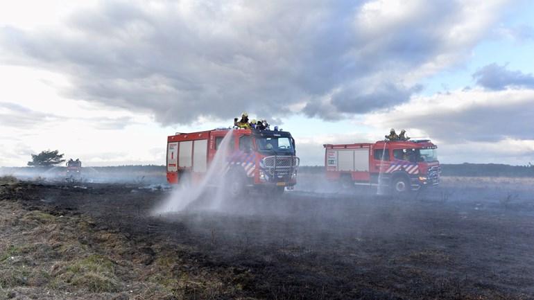 De brandweer in actie bij Hoog Soeren - Foto: ©News United