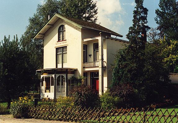 De inmiddels afgebroken villa Boeckenrode aan de Boslaan in Lunteren, waar de schrijver Jac. Gazenbeek woonde – Foto: ©Gradus van Eeden(†)