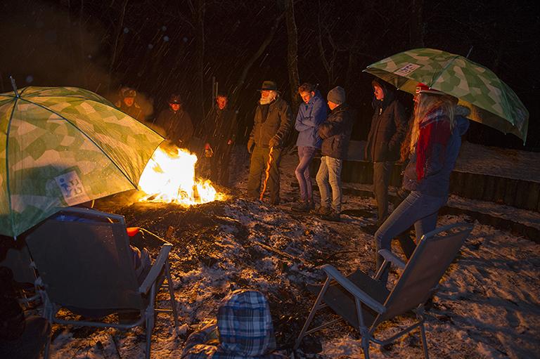 Spannende verhalen door Louis Fraanje bij het kampvuur - Foto: ©Annette Hoogwerf