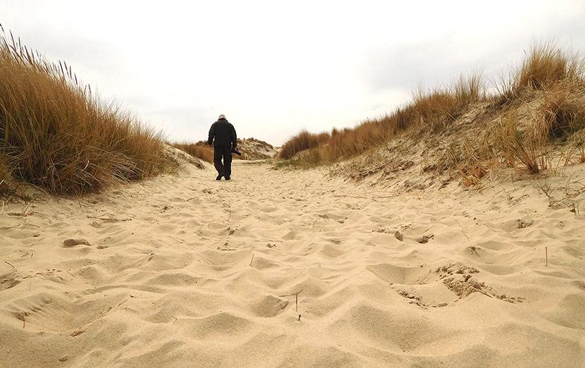 Zwerven in de eenzaamheid van duinen en valleien - Foto: ©Fransien Fraanje