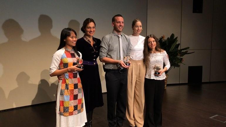 V.l.n.r. Trang Nguyen, Saba Douglas-Hamilton, Adam Miller, Doutzen Kroes enGeraldine Werhahn - Foto: ©Omroep Gelderland
