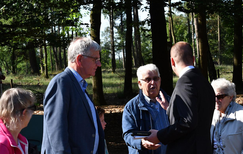 Ook de Dominee K.F.W. Borsje, de vader van voorganger Ard Borsje was aanwezig - Foto: ©Louis Fraanje