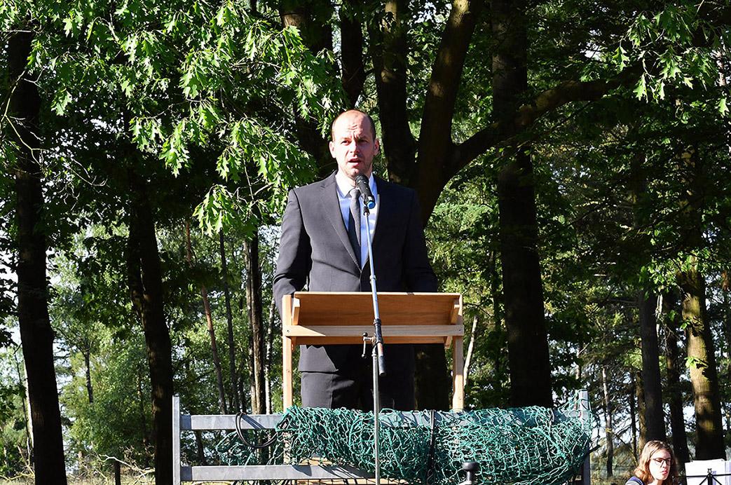 Voorganger Ard Borsje tijdens zijn preek...