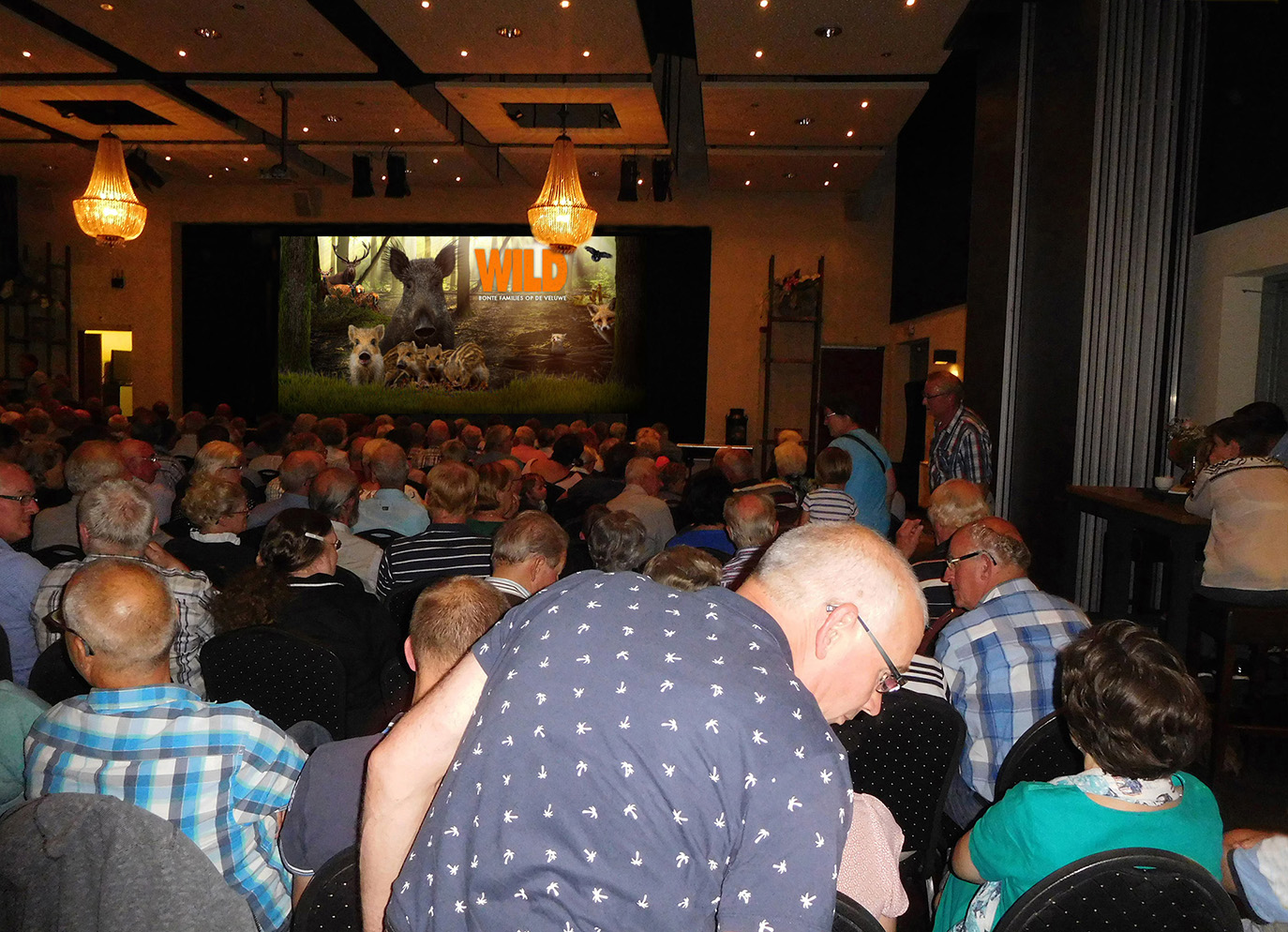 De grote zaal van de Essenburcht zat helemaal tjokvol - Foto: ©Fransien Fraanje