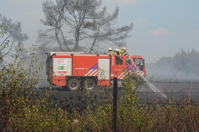 Brandweer blust op NP Hoge Veluwe - Foto: ©Florus van den Berg