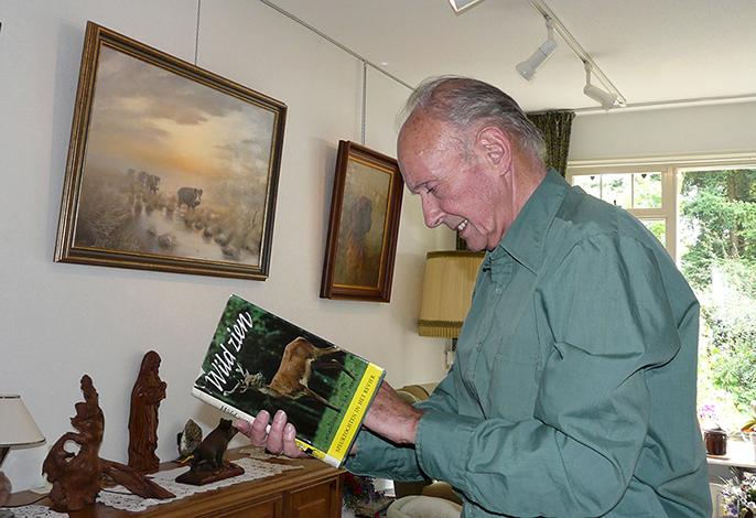 """J.R.J. Planta met het boek """"Wild zien"""
