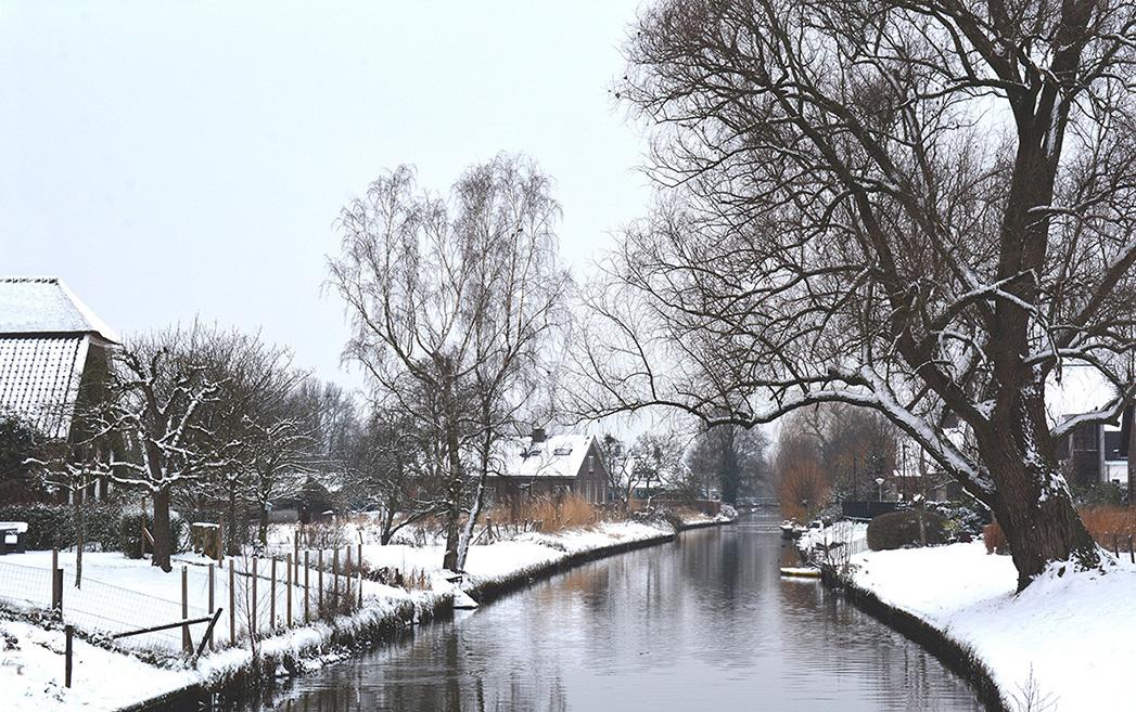 De brug over de Grift bij het Rauwe Veld in de sneeuw – Foto: ©Louis Fraanje