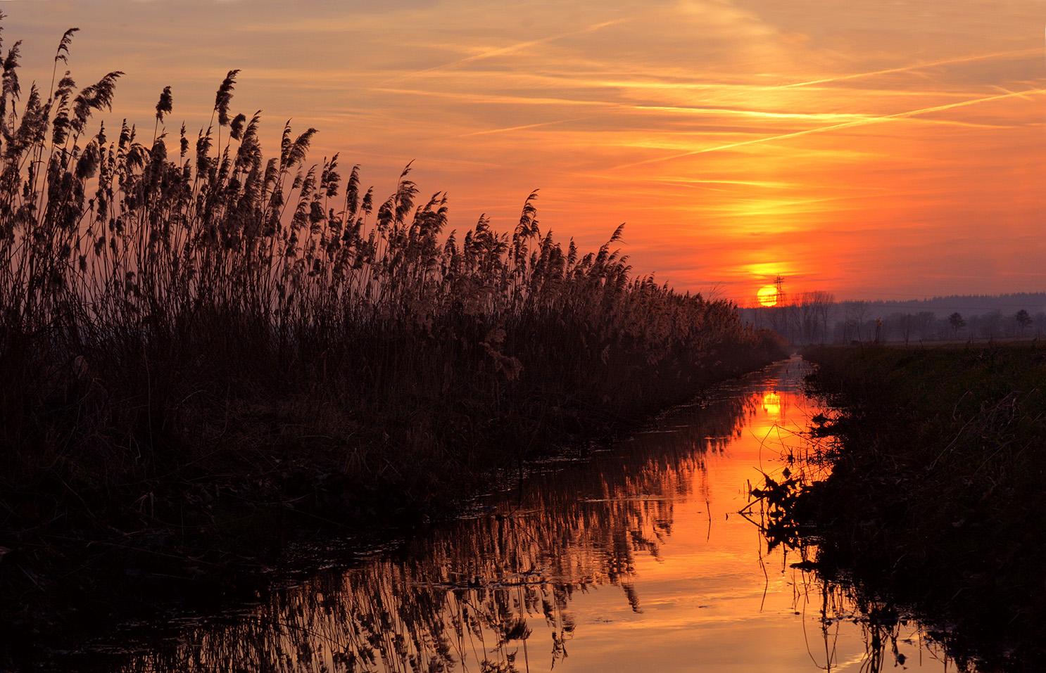 Een schitterende zonsondergang in het Rauwe Veld - Foto: ©Louis Fraanje