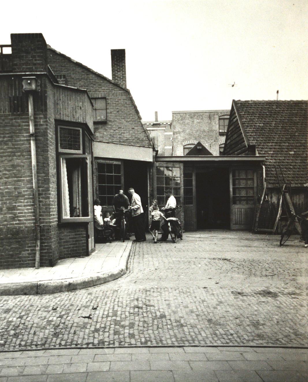 Achter bij de smederij van Jan Viets - Foto: ©Archief Fam. Viets