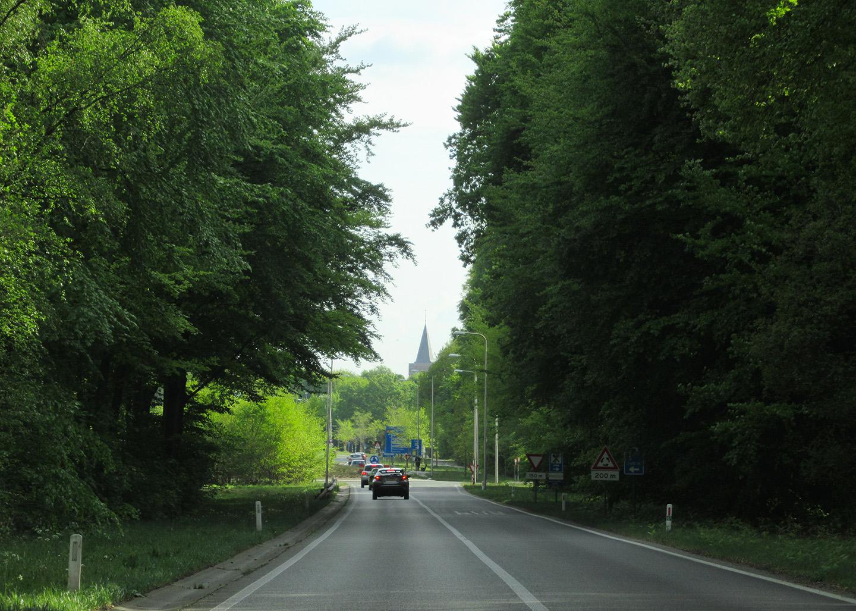 Op weg naar Ede met in de verte de toren van de Oude Kerk – Foto: ©Fransien Fraanje