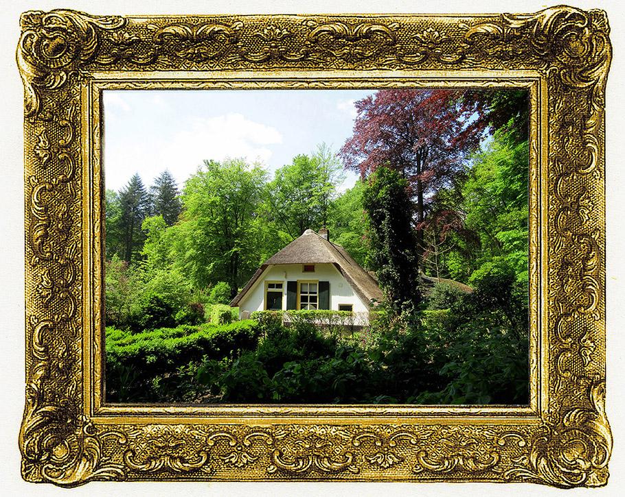 Het oude Veluwse boerderijtje ligt verscholen tussen 't groen – Foto: ©Louis Fraanje