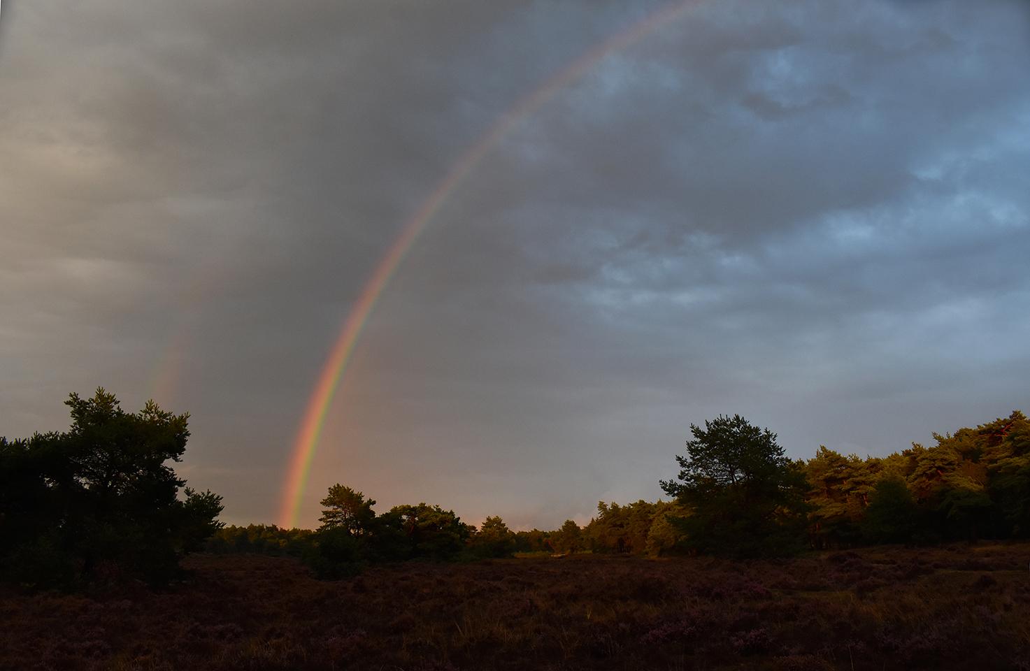 Aan de andere kant verscheen een schitterende regenboog - Foto: © Louis Fraanje