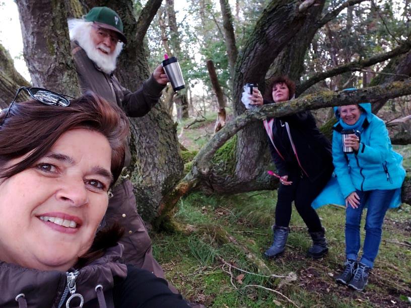 Nel, Louis, Ingrid en Fransien tijdens de 'vrolijke' rustpauze in de AWD - Selfie: ©Nel Vlieland