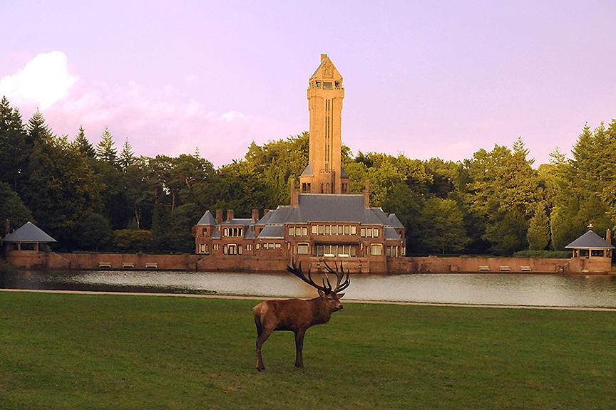 """Hert """"Hubertus"""" voor het Jachthuis Sint Hubertus op NP De Hoge Veluwe - Foto: ©Ton Heekelaar"""