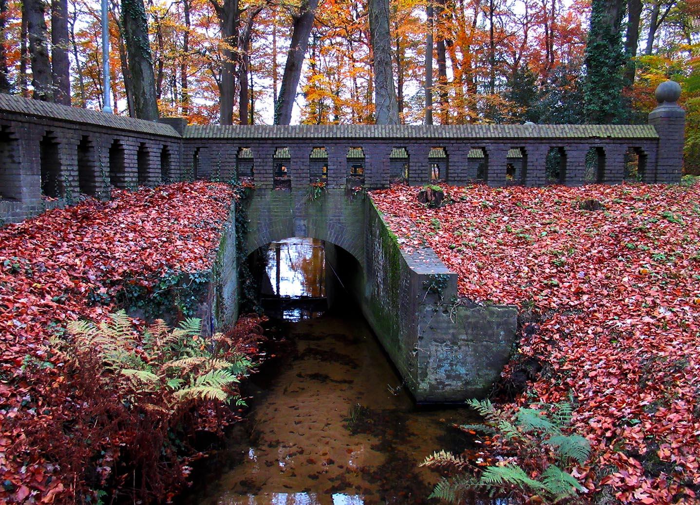 Het stenen bruggetje over de Staverdense Beek – Foto: ©Fransien Fraanje