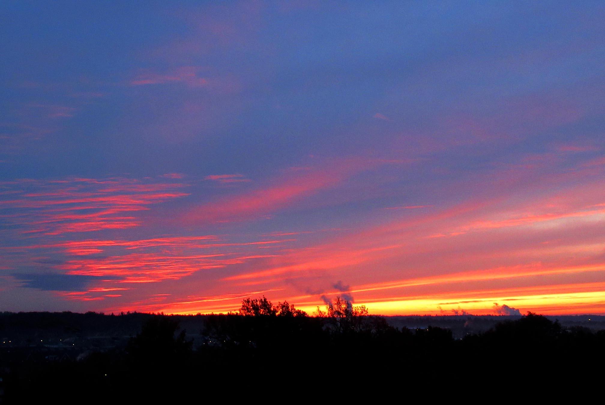 Morgenrood boven de Veluwe - Foto: ©Louis Fraanje