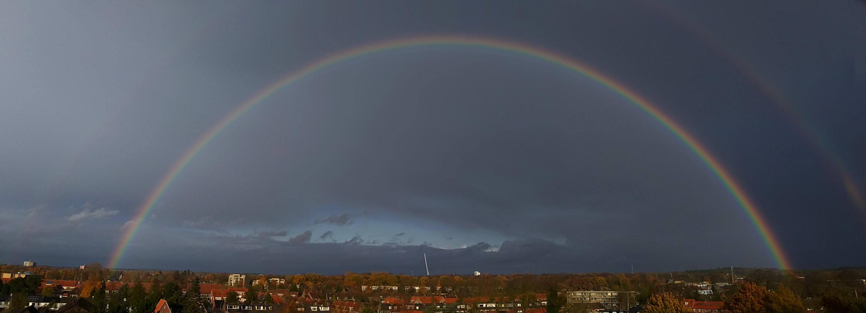De dubbele regenboog in zijn geheel boven Ede - Foto: ©Fransien Verwoert