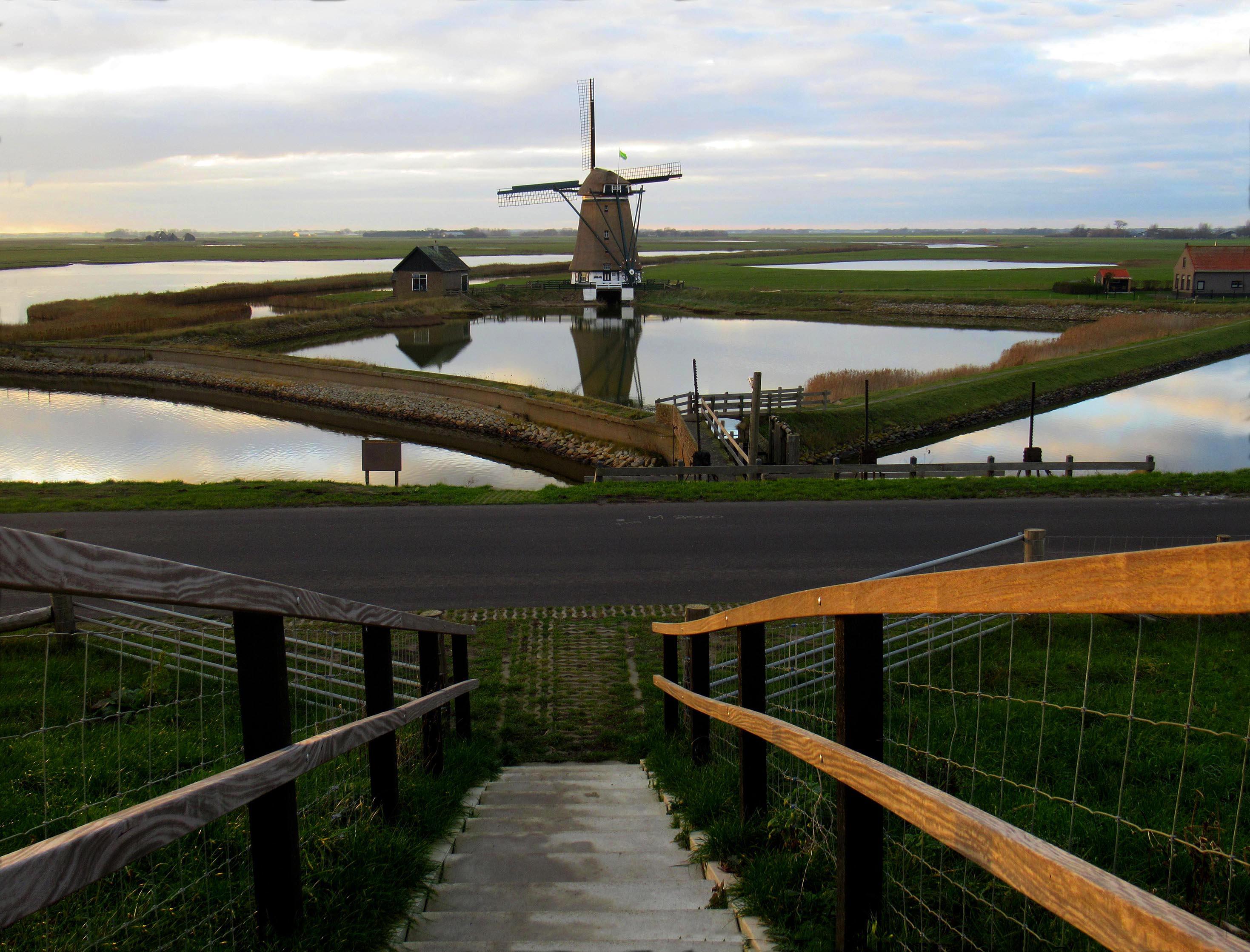 Prachtig lijnenspel vanaf de Lancasterdijk bij molen Het Noorden – Foto: ©Fransien Fraanje
