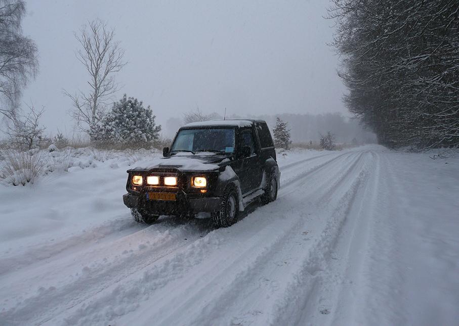 Onderweg met de jeep in de sneeuwbui – Foto: ©Louis Fraanje