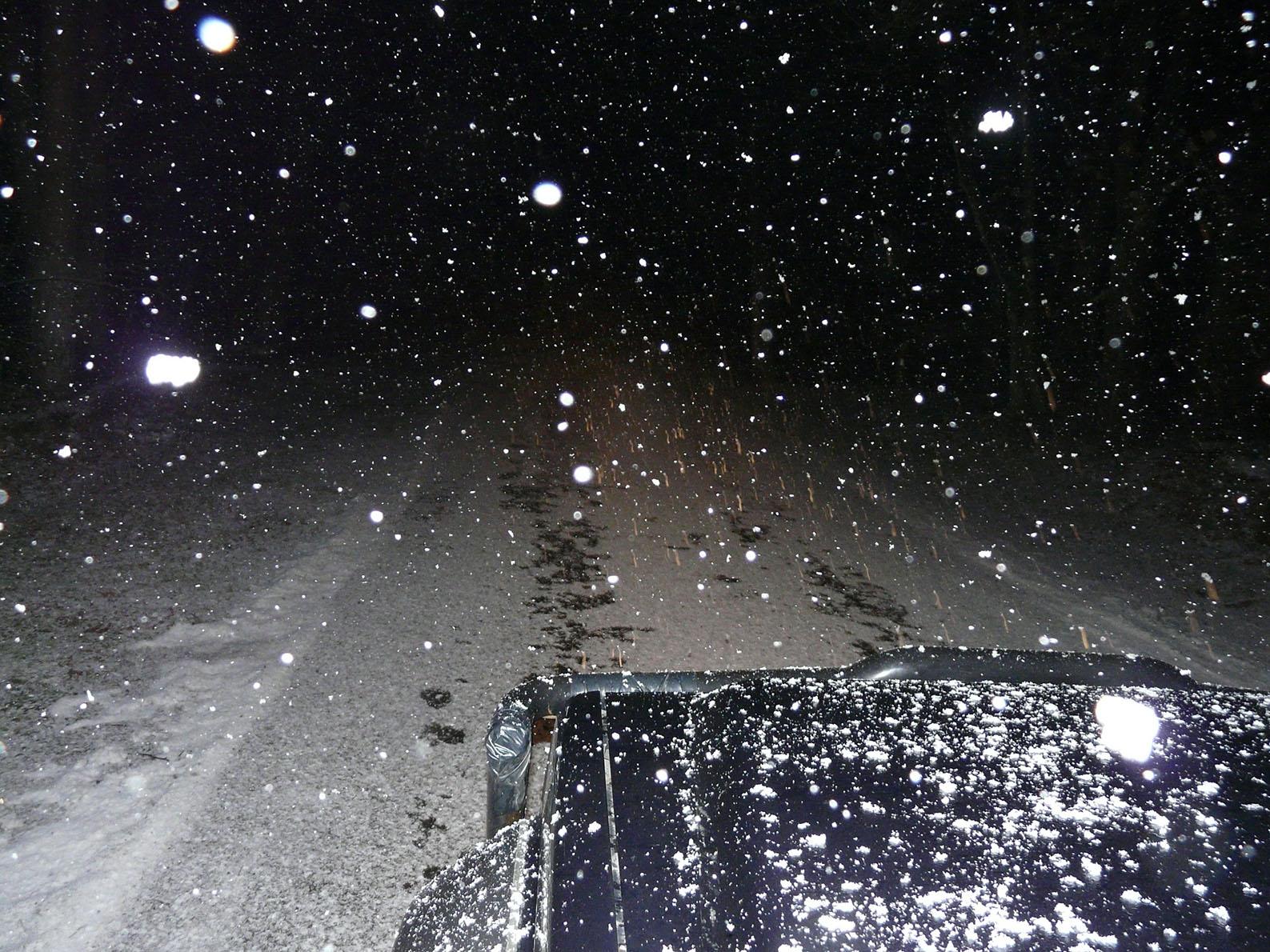 En het begint onderweg ook nog eens harder te sneeuwen – Foto: ©Louis Fraanje