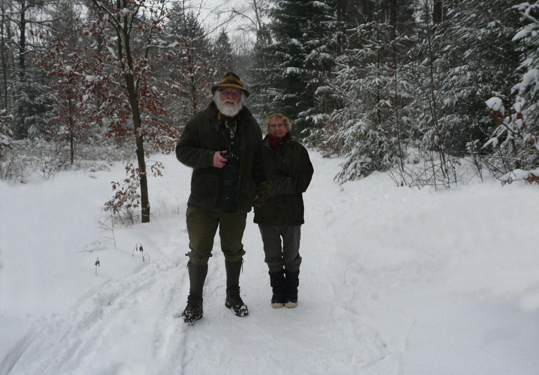 Samen met Fransien in het besneeuwde bos op de Veluwe – Foto: ©Arnoud Verwoert