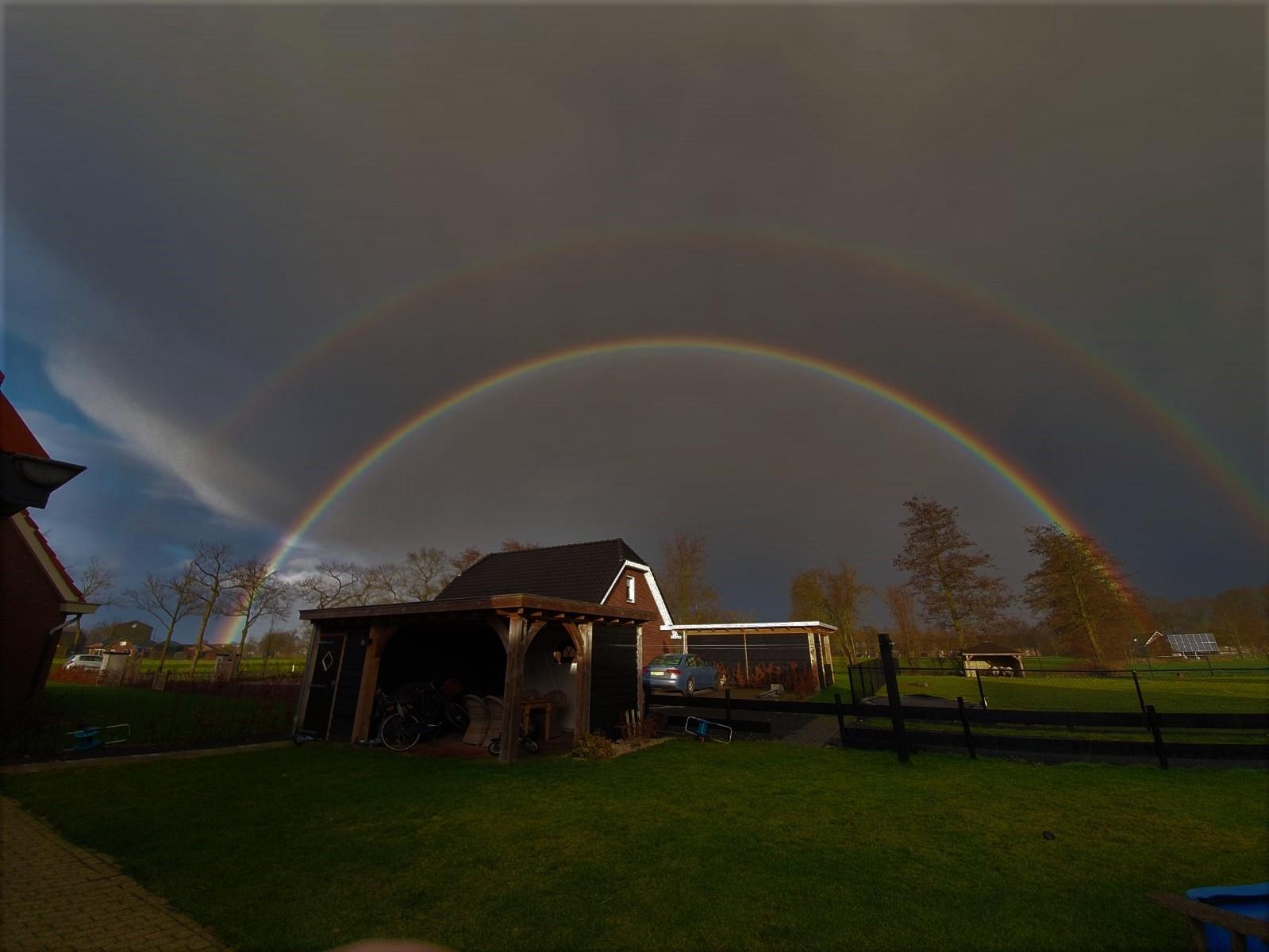 Een dubbele regenboog in Kootwijkerbroek - Foto: ©Heidi van Middendorp-Brom